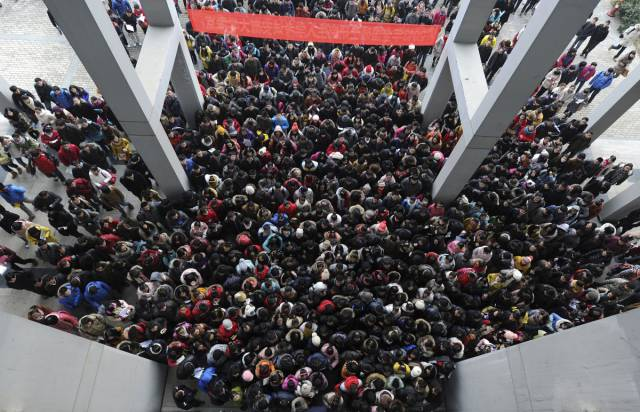 Stunning Photos That Show How Incredibly Crowded China Is (23 pics)