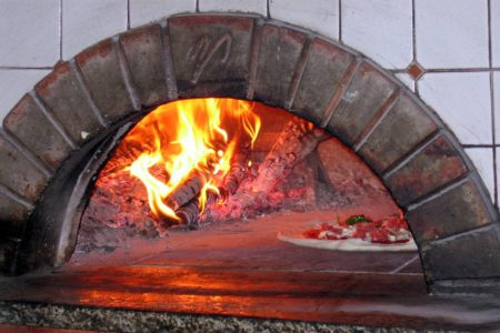 Reasons Why You Should Use a Wood Fired Pizza Oven